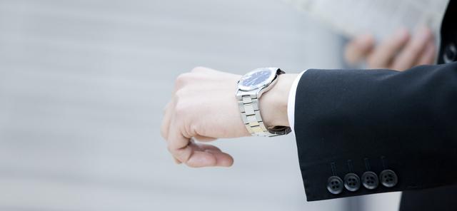 フォーマルシーンメタルバンド腕時計