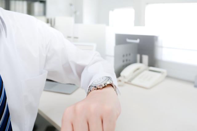 白文字盤クロノグラフ腕時計