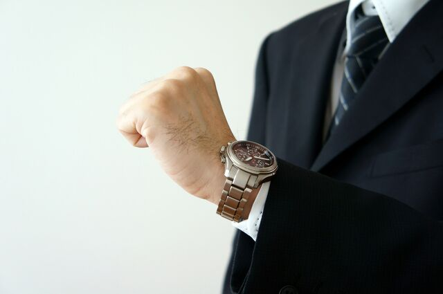 スーツスタイルに合わせる腕時計の選び方!