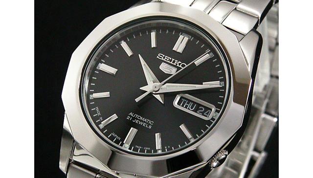 黒文字盤腕時計