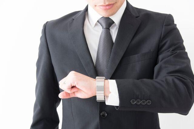 クオーツ腕時計かどうかは秒針で見分ける