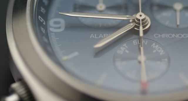 電波ソーラー腕時計とは
