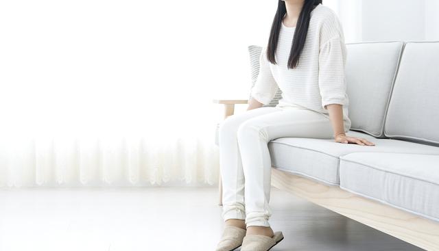 薄くて淡い色の家具を選ぶ