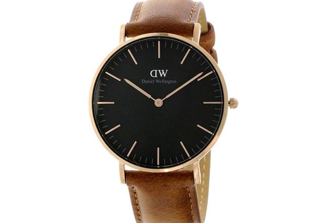 ダニエルウェリントン黒文字盤腕時計