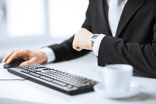 ビジネスマンから人気なエンポリオアルマーニメタルバンド腕時計