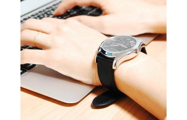 エンポリオアルマーニの革ベルト腕時計