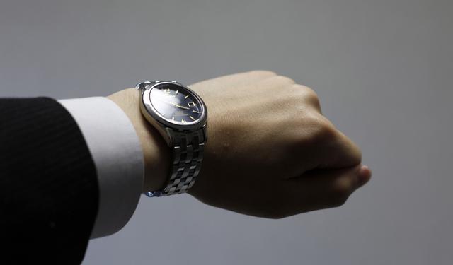 フォーマルシーンでも着ける事が出来るタイメックスデジタル腕時計