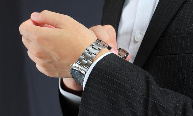 スーツに合うスイスミリタリー腕時計