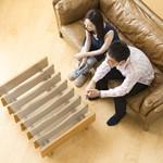 男性の一人暮らしには空間の有効活用を考えたセンターテーブル選びを。