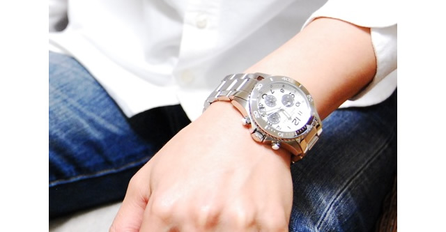 モードな雰囲気がおしゃれな腕時計