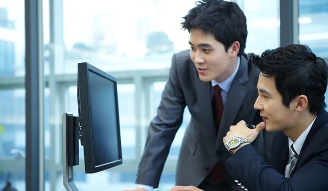 ビジネスシーンに活躍する男性へのプレゼントとして人気