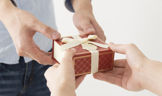 ずっと使える上質素材とデザインだから男性へのプレゼントにぴったり!