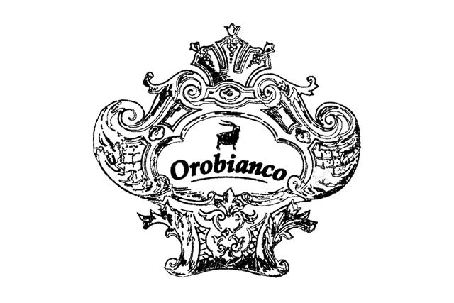財布はオロビアンコのラウンドファスナー