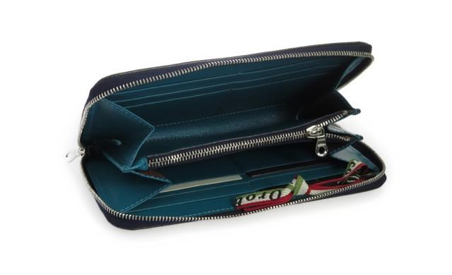 外と中で違った財布を楽しめる