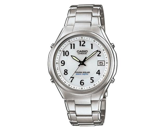 電波時計だから海外出張が多い人にぴったりな腕時計