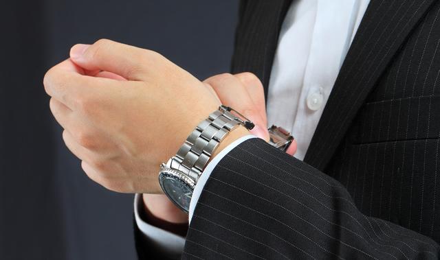 アルカフトゥーラのメンズ腕時計が似合う年齢層