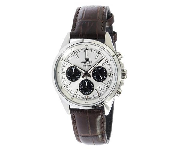 丈夫なベルトとがっしりしたフェイスが男性的な腕時計