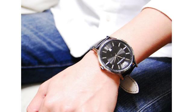 エンポリオアルマー二革ベルト腕時計