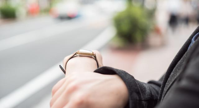 ブラウンの腕時計が似合う年齢層