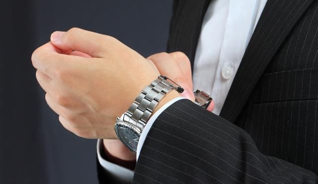 フォーマルなのに遊び心がある腕時計
