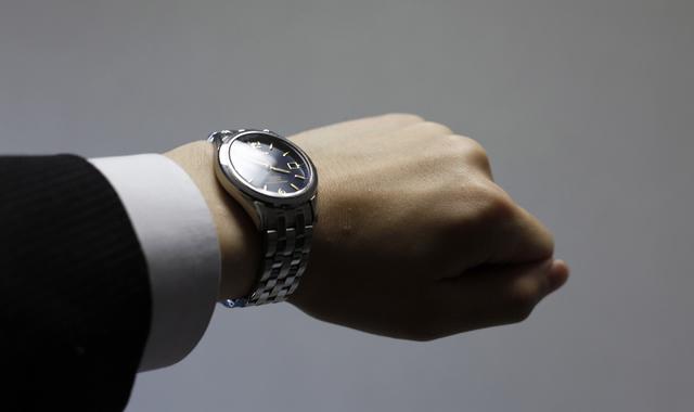 斬新なデザインがおしゃれ男子におすすめな腕時計