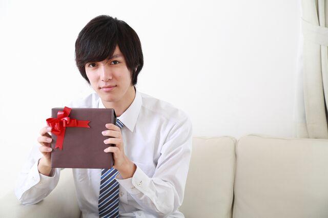 プレゼントに喜ばれるブラウン腕時計を選ぶポイントとは?
