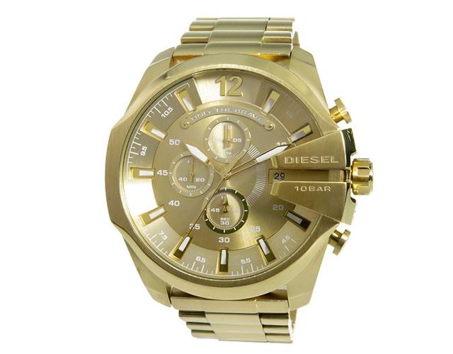 シンプルなファッションにラグジュアリーに決まる腕時計