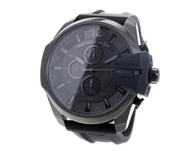 フェイスによって全く異なるのが面白い腕時計