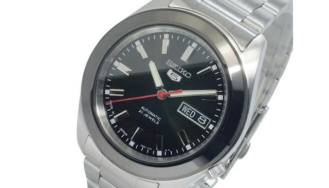 デザイン的にも使える腕時計