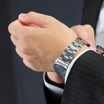 カルバンクラインのメンズ腕時計をつけてる人のイメージ