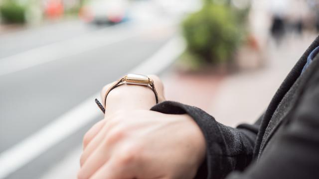シンプルな大人の腕時計