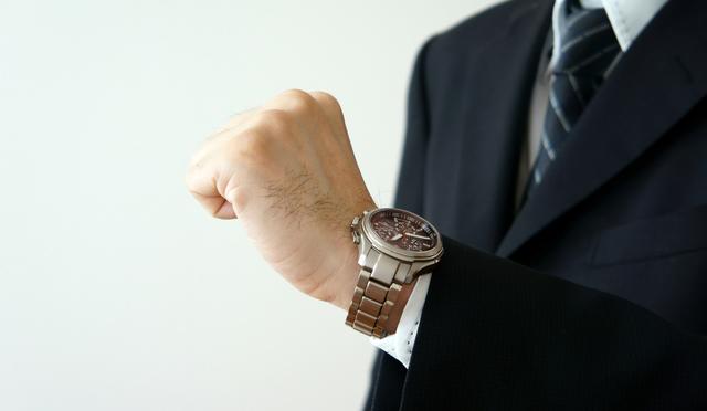 レトロとモダンさがミックスされたかっこいい腕時計