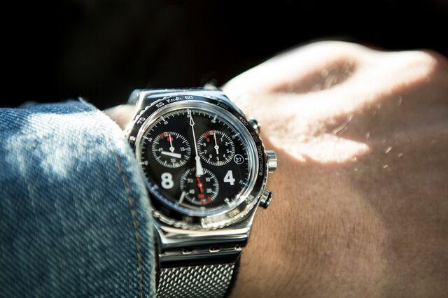 細い腕にゴツい腕時計を合わせると?
