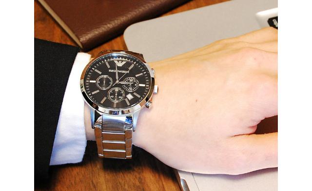 エンポリオアルマーニのメタルバンド腕時計は力強さとたくましさが魅力!
