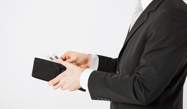 エンポリオアルマーニのメンズ長財布はデザインバリエーション豊富で選びやすい