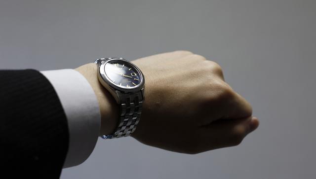 ビジネスマンが腕時計しないメリット
