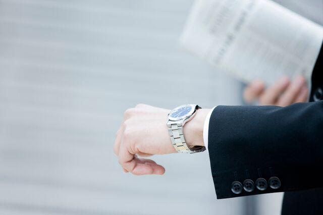 ビジネスマンがかっこよく身につける腕時計のポイントとは?