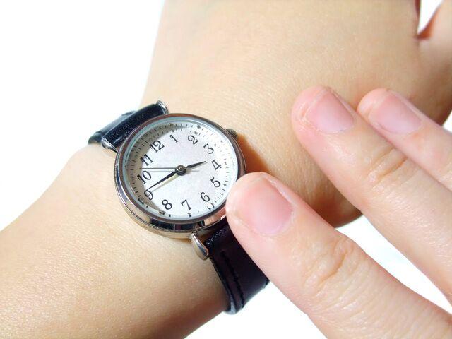 小さめのメンズ腕時計は細めの腕に似合う