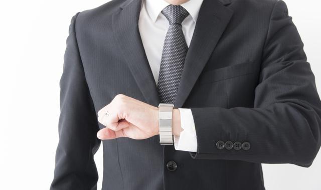 腕時計をきつめにつけるメリット