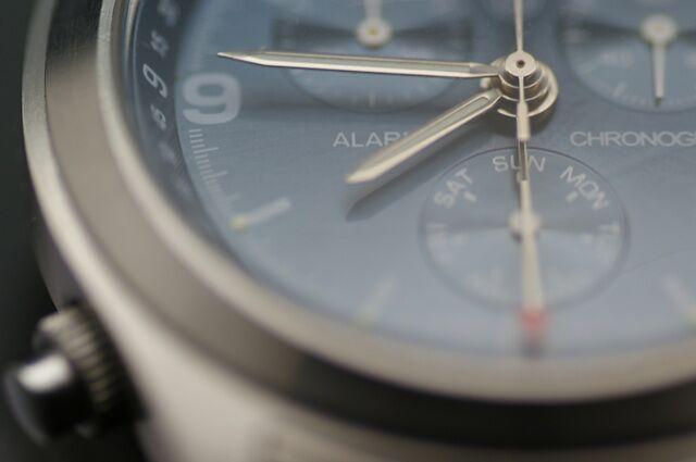 小さめのメンズ腕時計の中身は緻密な構造