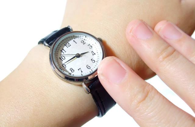 腕時計のバンドの長さを確認