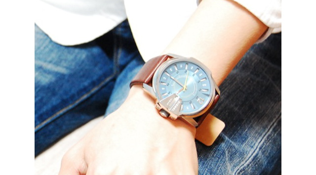 誰にでも身に着けやすい「ディーゼル」腕時計 革ベルトがおすすめ