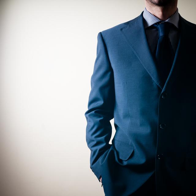 かっこいいビジネスマンは皆持っている!スーツに合うかっこいいメンズ長財布とは?