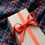 彼氏にメンズ長財布をプレゼントする際の選び方とおすすめブランドは?