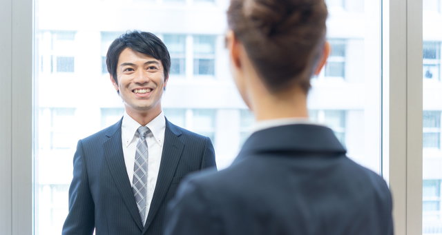 会話の中にポジティブな言葉を使う男性は女性にモテる