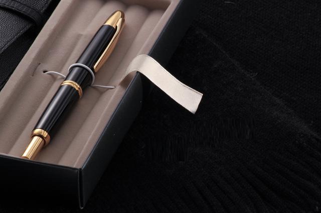 どんな年代の男性にもいける!ボールペンをギフトに選ぶ際のポイントとおすすめブランドをご紹介!