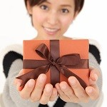 男性へのクリスマスプレゼントには喜びを感じてもらえる実用的な長財布