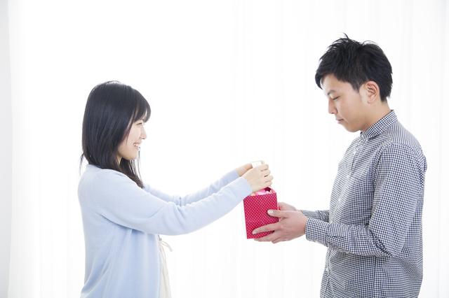 彼氏へのプレゼントには実用的なデザインと機能性を備えたイルブセットの財布