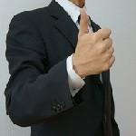 かっこいいスーツスタイルにはメンズ短財布がいい!その理由とおすすめのブランドとは