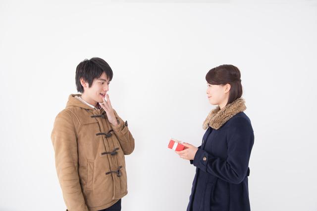愛する男性にクリスマスプレゼントはメンズ短財布で決まり!その理由と選び方は?